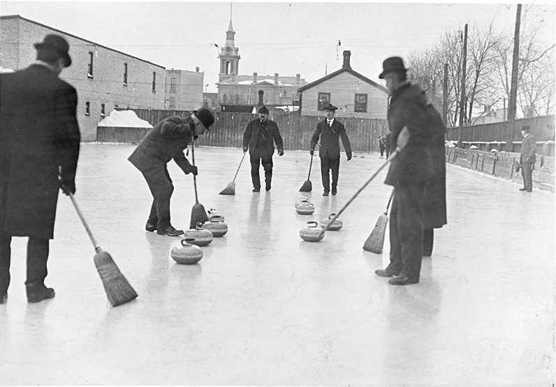 Men_curling_-_1909_-_Ontario_Canada.jpg